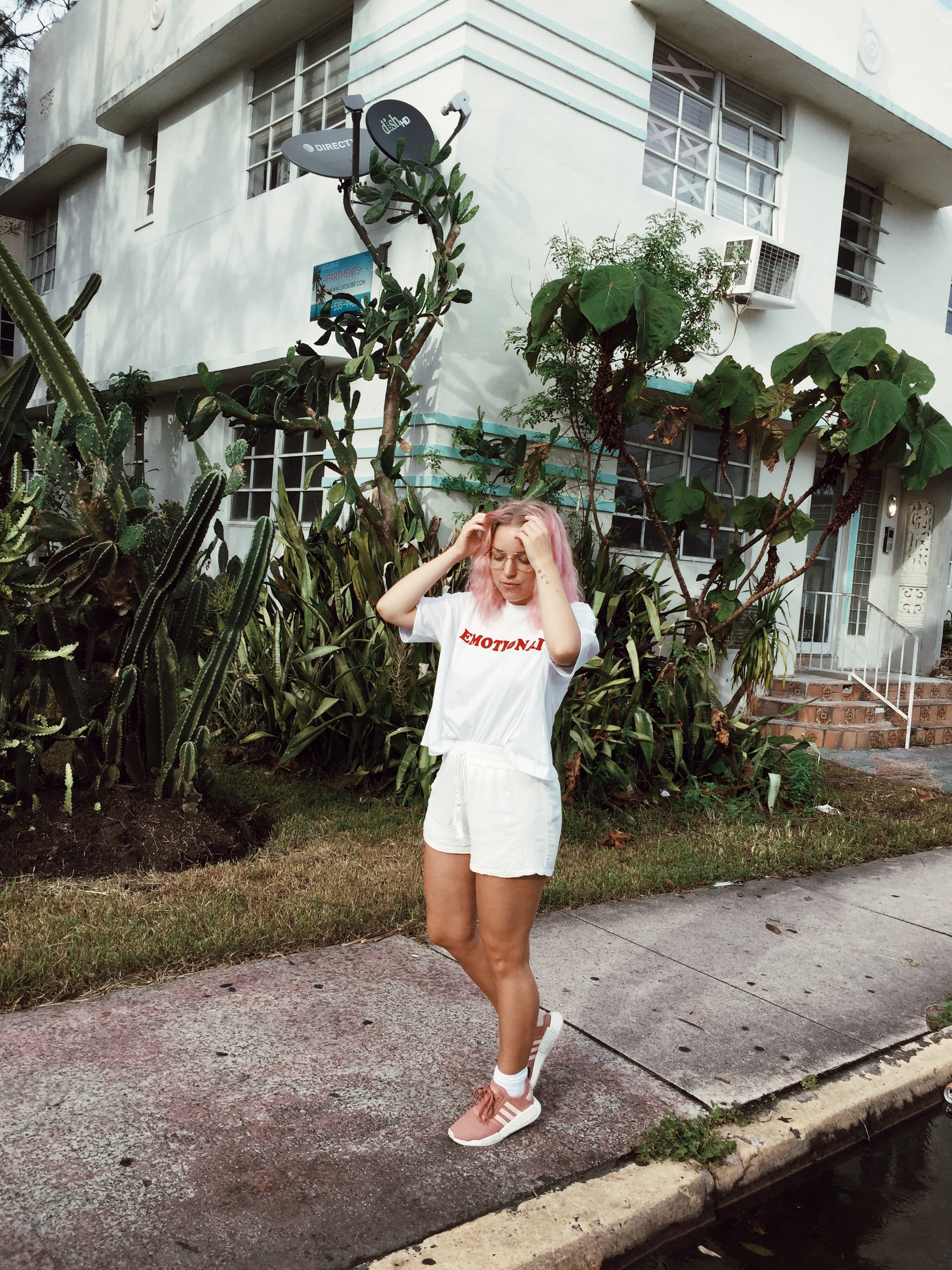Miami Beach travel diaries, South Beach, Miami Beach in pictures, Florida vacation, outfit of the day, ootd, adidas originals, pastel hair,